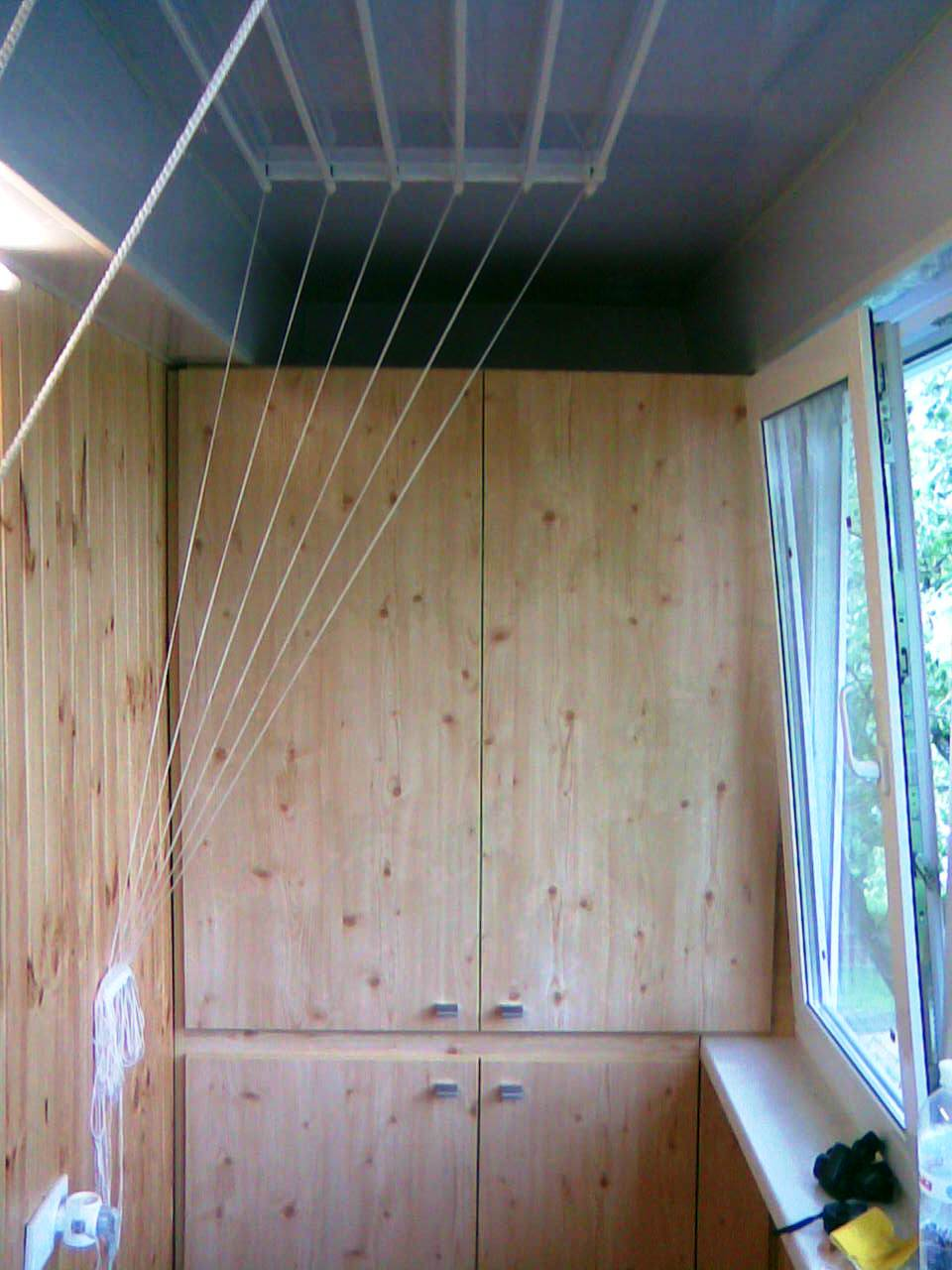 Шкаф из профиля на балконе своими руками 43